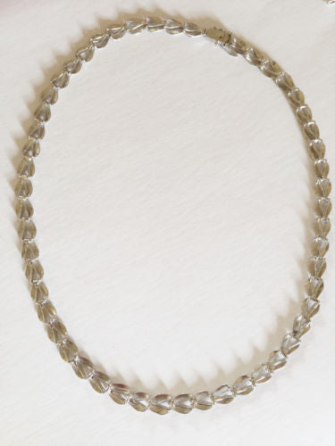 Beautiful 10K White Gold Ladies leafs Necklace 16 inches - C115
