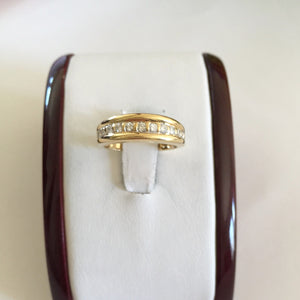 14K Yellow Gold Diamonds Ladies Ring - size 5.5 - R208
