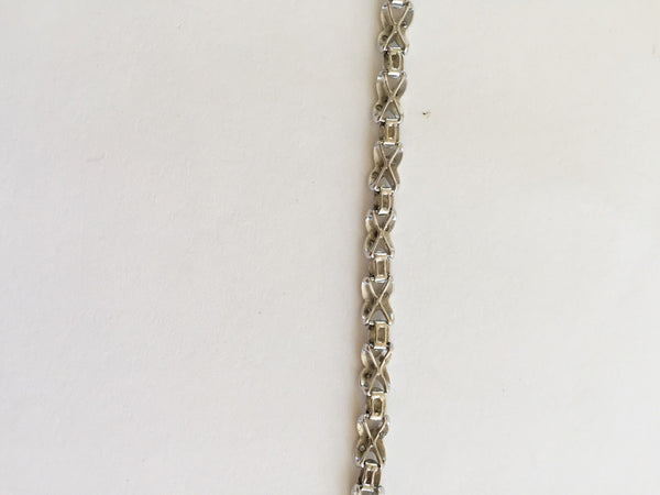10K White Gold XO ladies Bracelet - 6 inches - B123