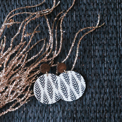 Herringbone Black on White Cork