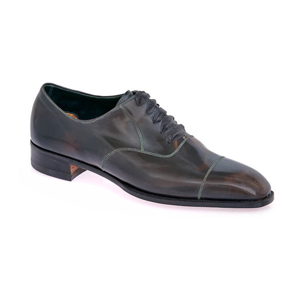 product picture of mens leather shoes.leather shoes as best man gifts.best leather shoes for men.George Cleverley's black leather shoes for men.mens shoes made of antique leather.