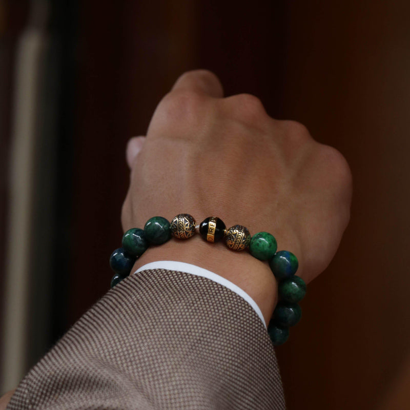 With its deep pigment, the energy of black azurite closely resonates with the chakra. The black azurite stone is considered a spiritual symbol of connectivity that balances the intellectual reasoning of the mind with the compassion of the heart and the frequency of caring. Although not traditionally, it is the men's beaded bracelet to have for those born under Capricorn and Taurus, as this black azurite stone beaded bracelet as self-control of their often fiery tempers is provided.