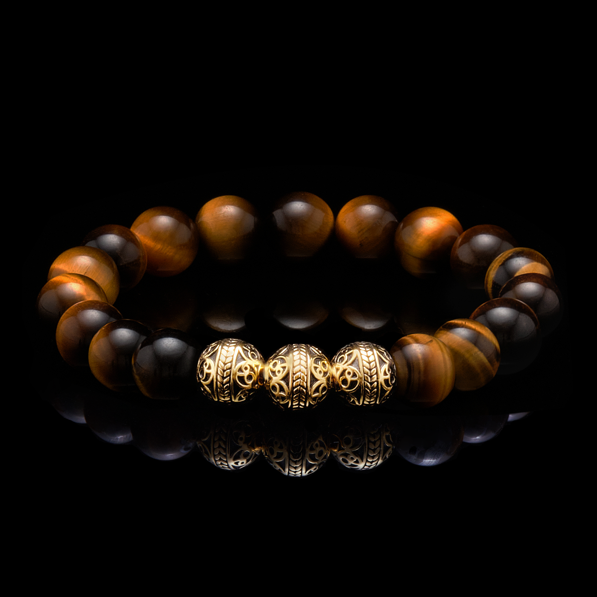 We bring you the Gold Classic Tiger Eye bracelet, a men's beaded bracelet, made for those men in leadership positions, as the tiger eye stone helps you stay centered and calm despite the ups and downs. This Tiger Eye beaded bracelet with a touch of gold is the men's beaded bracelet to have with you when there is an important decision to be made, as the tiger eye stone will balance your inner self and you will accept whatever life throws at you.