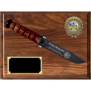 AR28 - ARMY GENUINE WALNUT PLAQUE (KA-BAR not included)