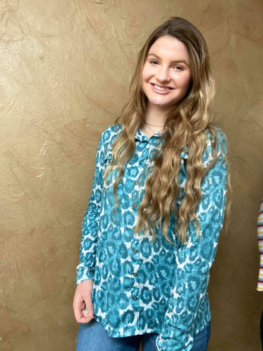 Cowgirl Tuff Turquoie Leopard Print Pull Over Button Up
