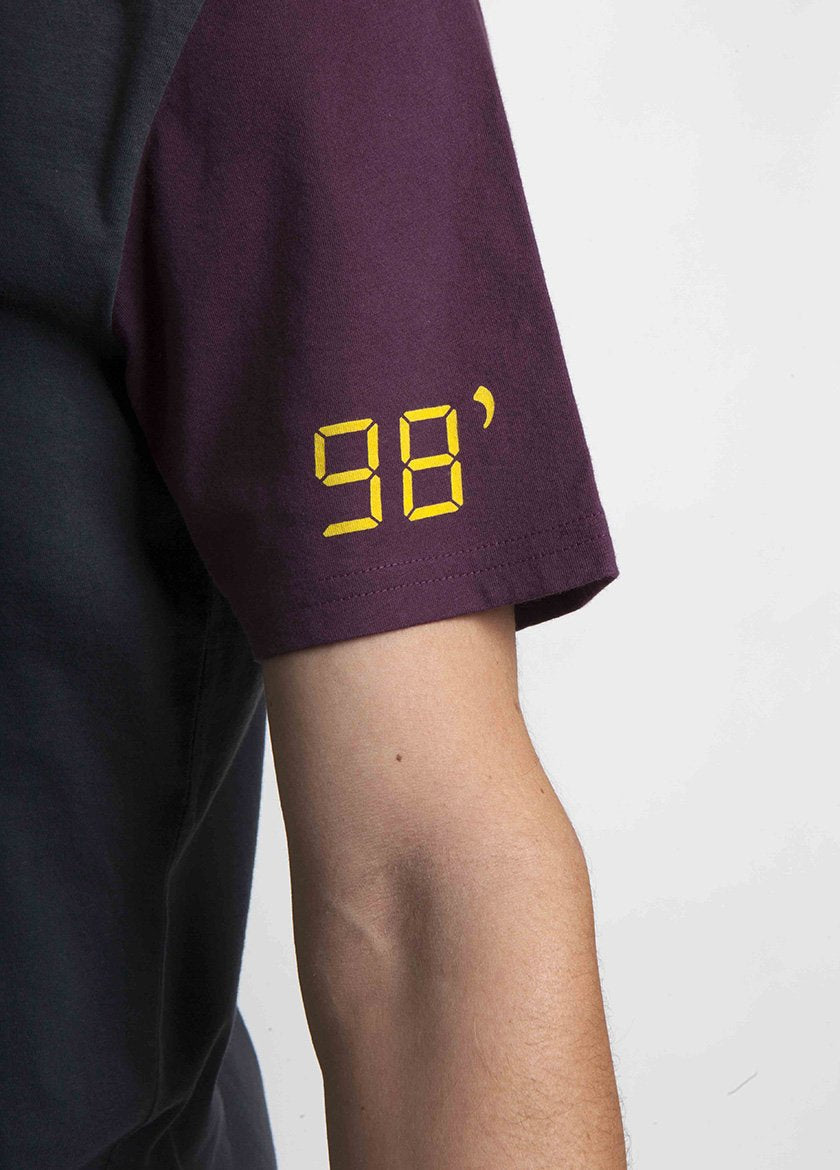 ARM DETAIL DEPICTING 98* ON THE SLEEVE OF MEN'S T SHIRT