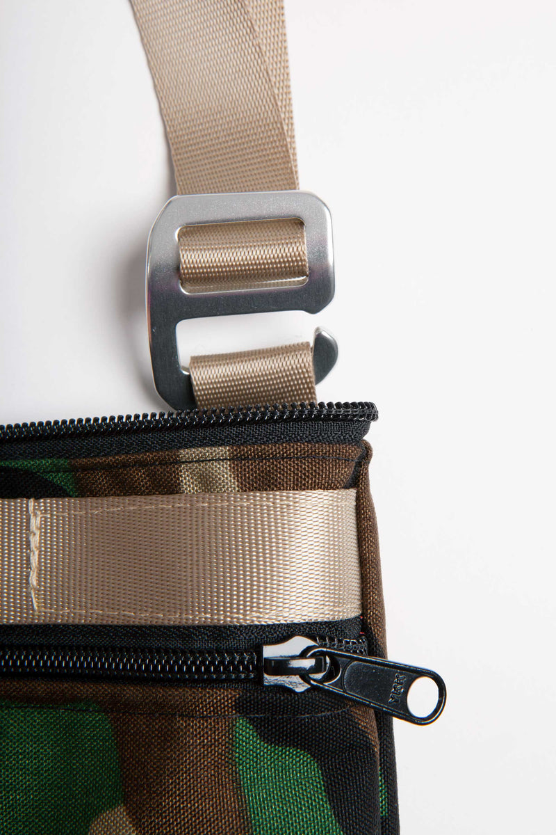 "DETAIL OF THE STRAP FASTENER ON THE 13"" LAPTOP BAG"