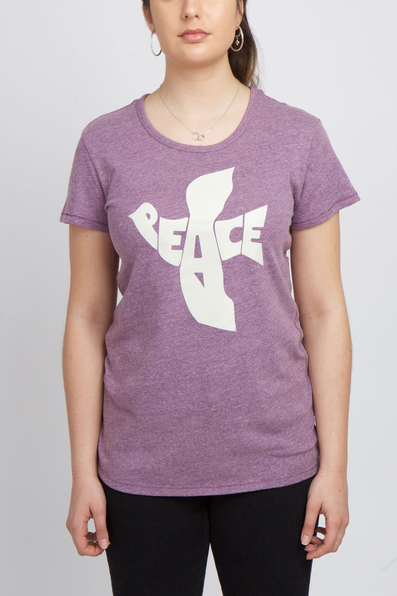 LILAC COLORED T-SHIRT WITH WHITE GRAPHIC OF PEACE MAKING THE IMAGE OF A DOVE.