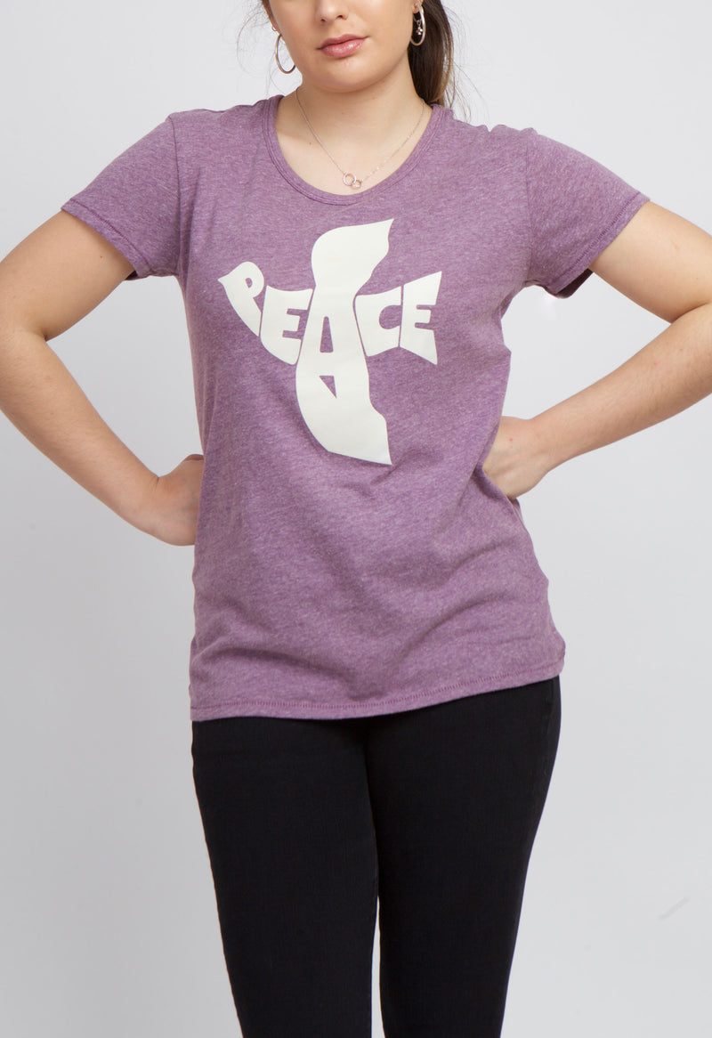 LILAC T-SHIRT WITH HANDS ON WAIST.