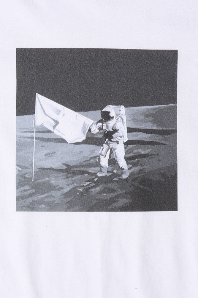 detail of FLAT LAY WHITE TSHIRT WITH BLACK AND WHITE GRAPHIC OF A MAN ON THE MOON WITH FLAG