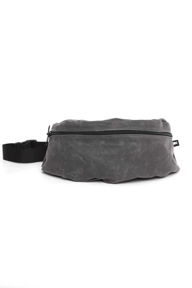 Front view zeki waist pack in rhino wax