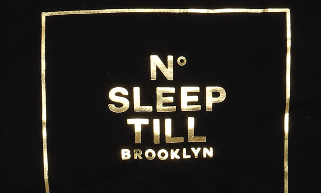 DETAIL IMAGE OF SLEEP NUMBER NO SLEEP TIL BROOKLYN SWEATSHIRT IN BLACK WITH FOLD LETTERING