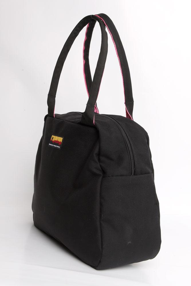 MEDIUM BOWLING BAG SIDE VIEW IN BLACK