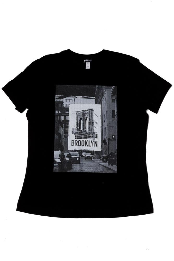 FLAT LAY BLACK WOMEN'S T-SHIRT WITH BROOKLYN BRIDGE PICTURE GRAPHIC