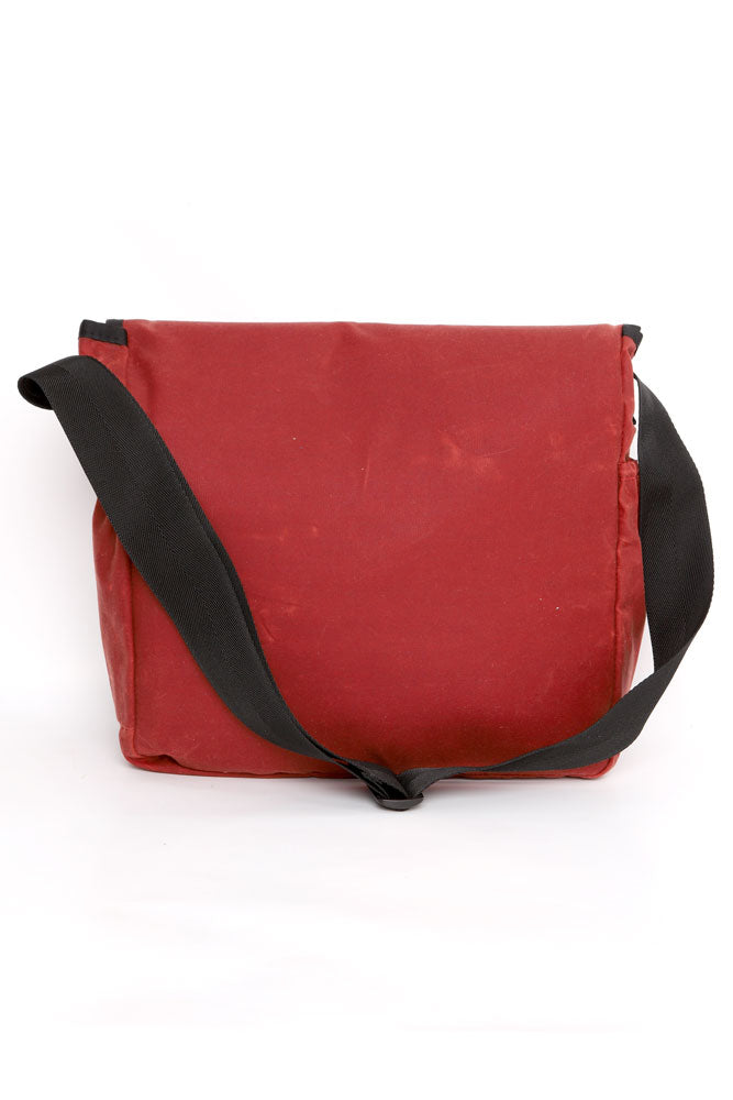 BACK VIEW OF BURGUNDY COURIER BAG WITH BLACK CROSS BODY STRAP