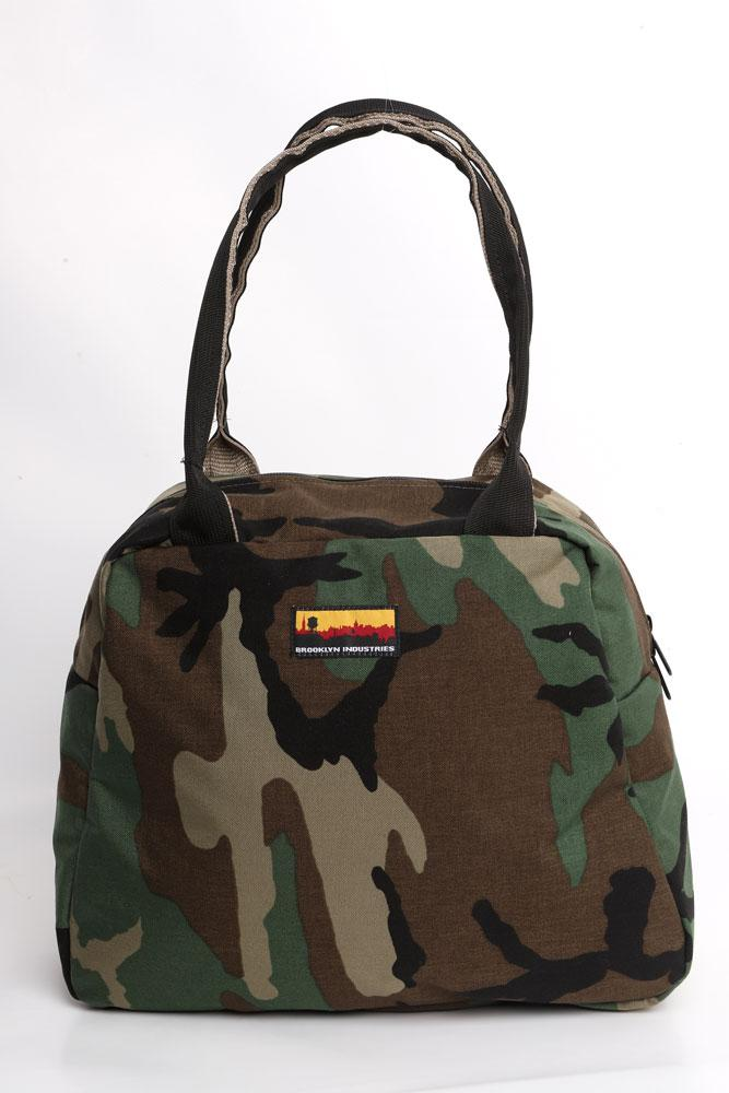 MEDIUM BOWLING BAG FRONT VIEW IN WOODLAND CAMO