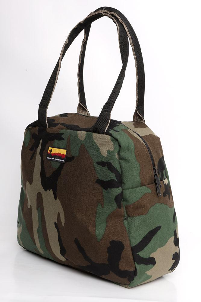 MEDIUM BOWLING BAG SIDE VIEW IN  WOODLAND CAMO