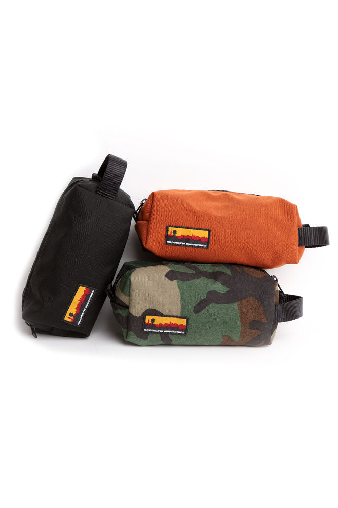 GROUP OF DOPP KITS IN CANVAS, ORANGE BLACK AND CAMO