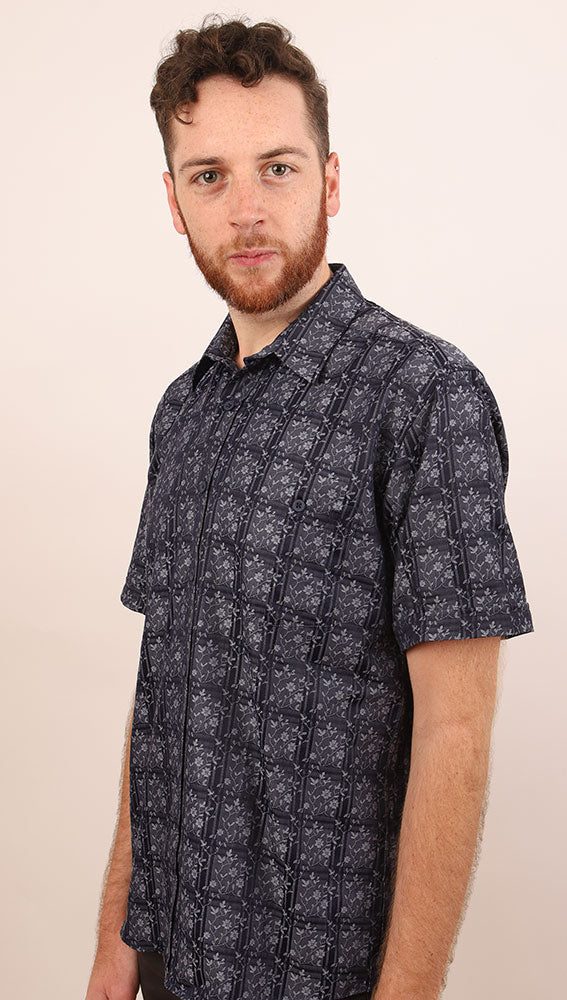 SIDE VIEW OF GRADO NAVY SHORT SLEEVE ON MALE MODEL