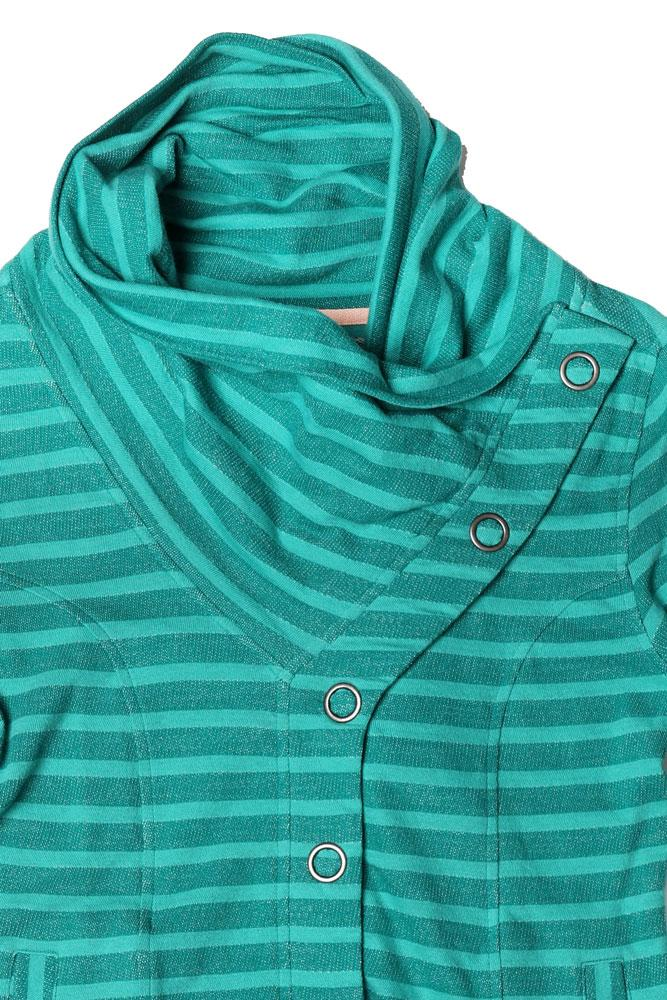 DETAIL OF NECK ON STRIPED WOMEN'S BUTTON UP SWEATSHIRT IN SHADY GLAD