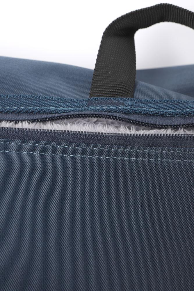 REFLEX MESSENGER BAG IN NAVY BACK VIEW, SHOWING THE LINED ZIPPER POCKET PERFECT FOR A LAP TOP