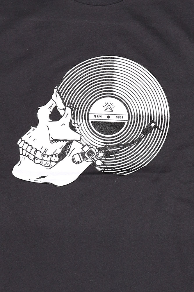 detail of graphic  record skull tshirt in earth coal