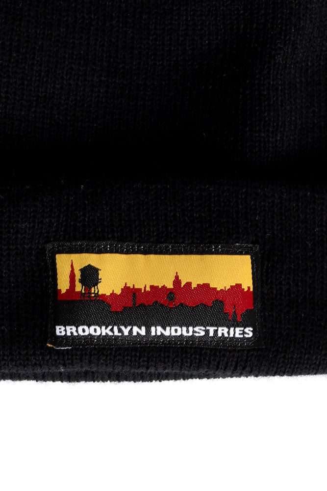 detail black skyline beanie
