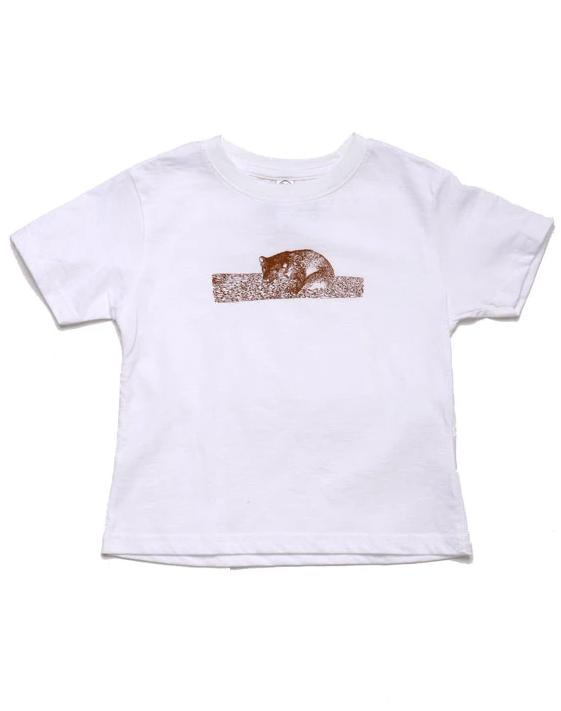 TODDLER T-SHIRT FEATURING BROWN BEAR SLEEPING ON LOG