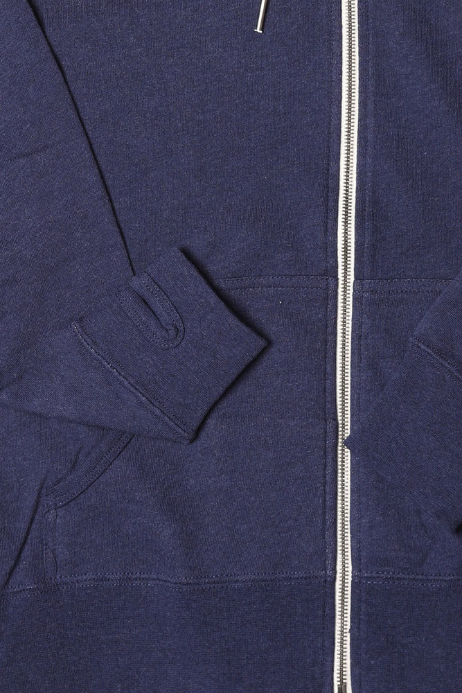 DETAIL OF CUFF WITH THUMB HOLE AND ZIPPER - NAVY SWEATSHIRT