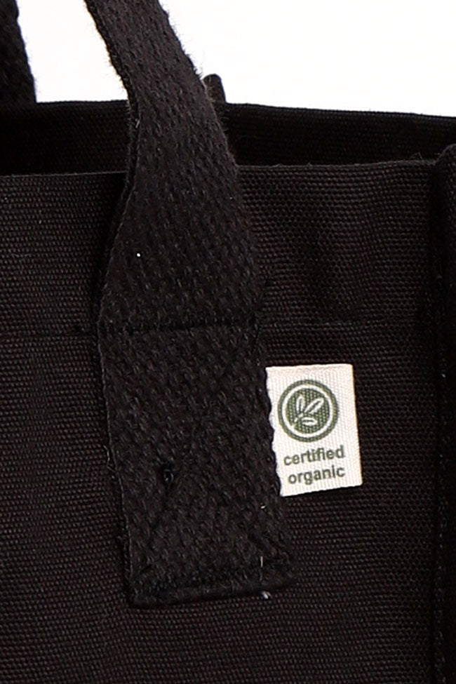 DETAIL OF ORGANIC COTTON TAG ON BLACK BAG