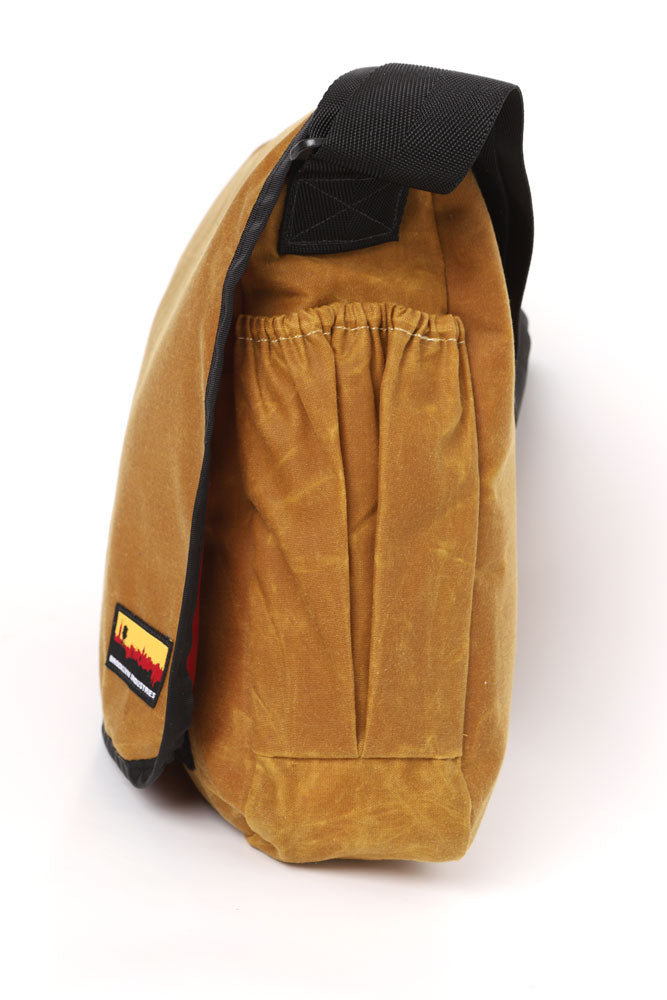 SIDE VIEW OF COURIER STYLE MESSENGER BAG IN   TOAST WAX