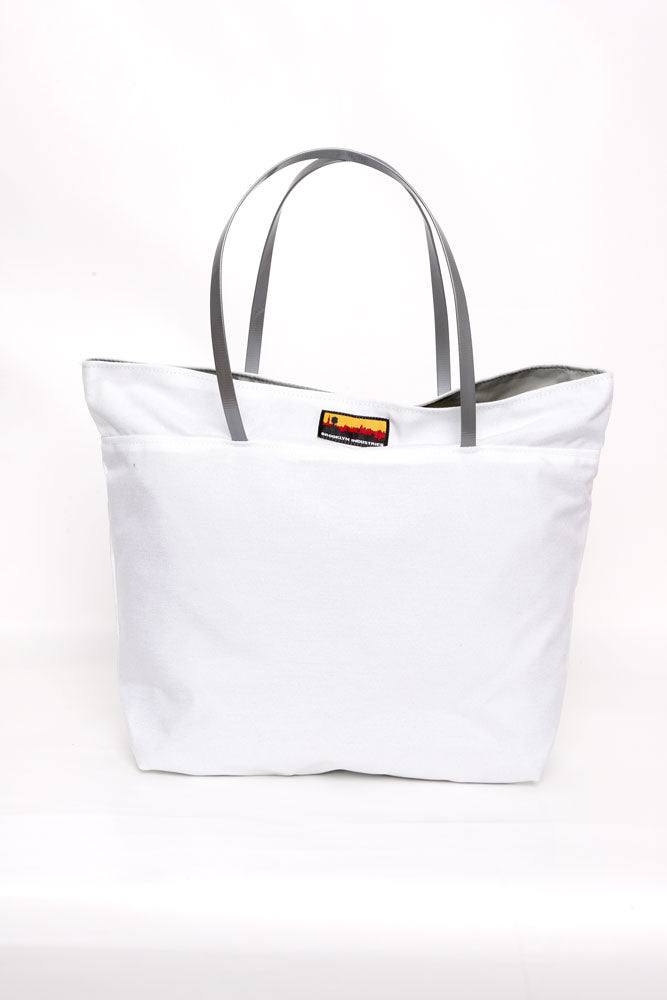 NO 9 TOTE IN WHITE WITH GREY HANDLES.