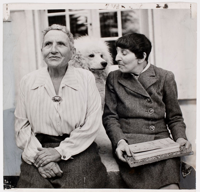 Gertrude Stein and Alice Toklas sitting together Can Pep Rey