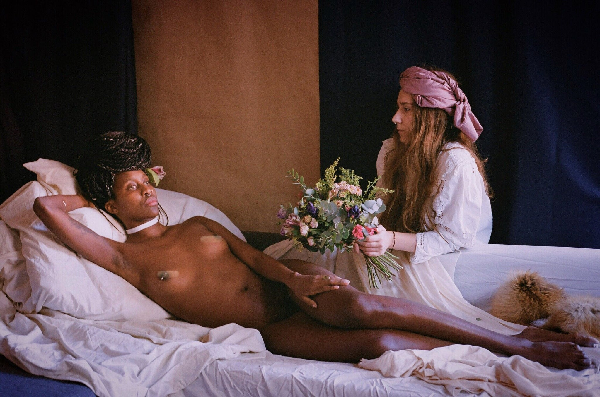 Naked woman in bed with flowers Antonella Tignanelli Can Pep Rey