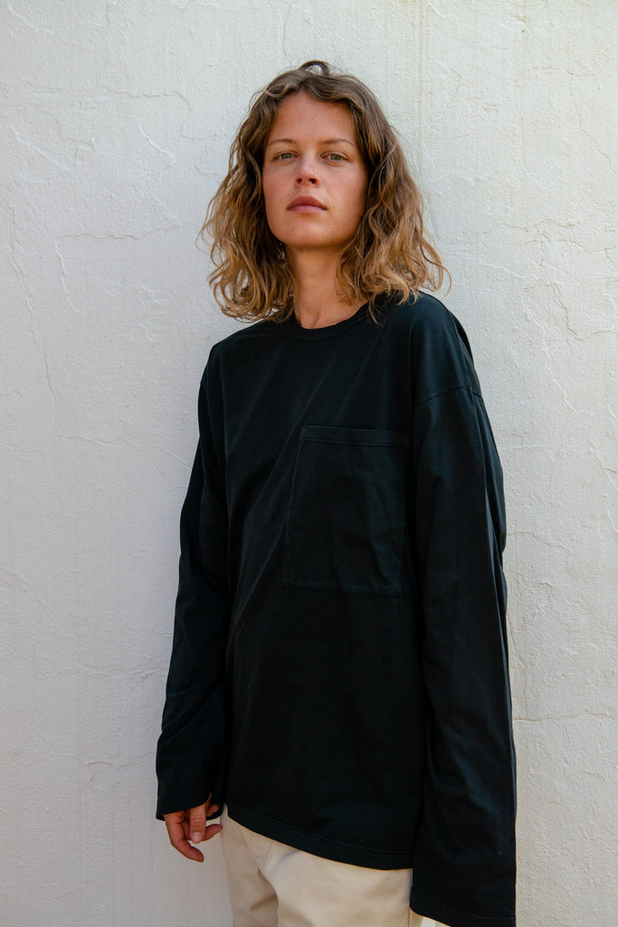 Unisex Pocket T-Shirt L/S in Black