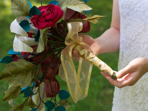 handle of a cascade paper bouquet