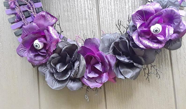 Halloween wreath decor, scary purple wreath, creepy eyeball wreath decor