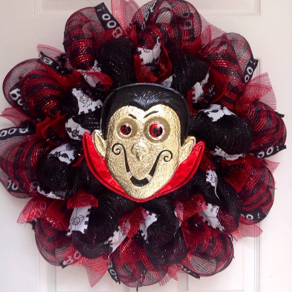 Vampire wreath, vampire decor, halloween decor, halloween wreath, scary wreath, scary halloween wreath, vampires, halloween