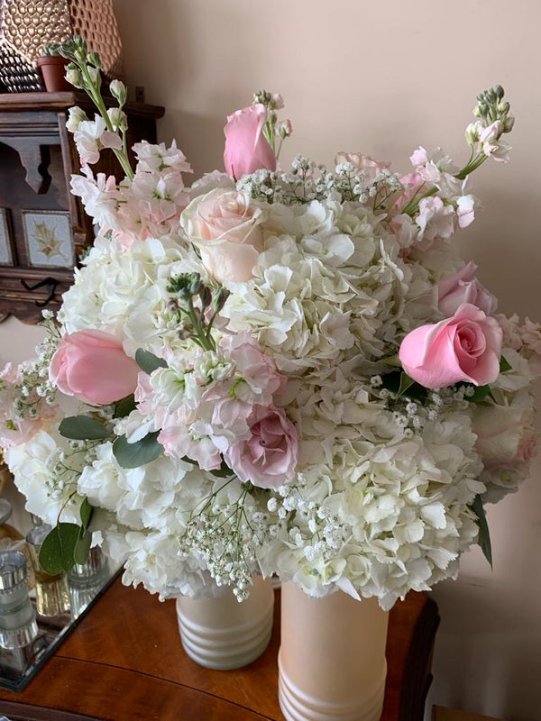 GLW092 - WHITE STOCK AND HYDRANGEAS WITH PINK ROSES