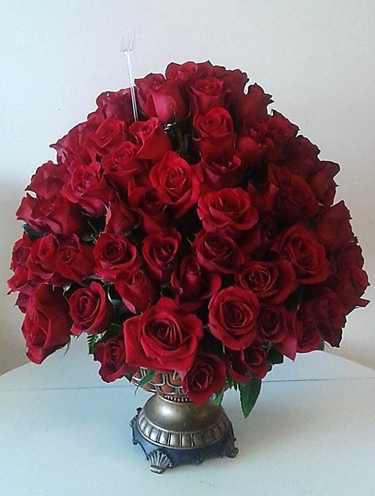 GLW147 - CLASSIC RED ROSES ARRANGEMENT WITH LUXURY VASE