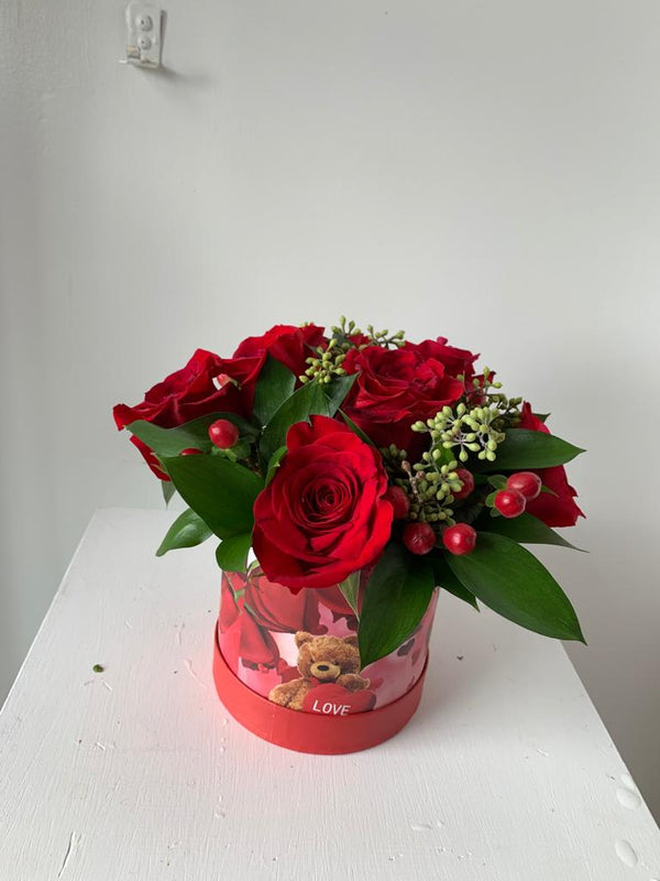 GLW135 - SMALL CUTE ROSES WITH RUSCUS AND GREENERY