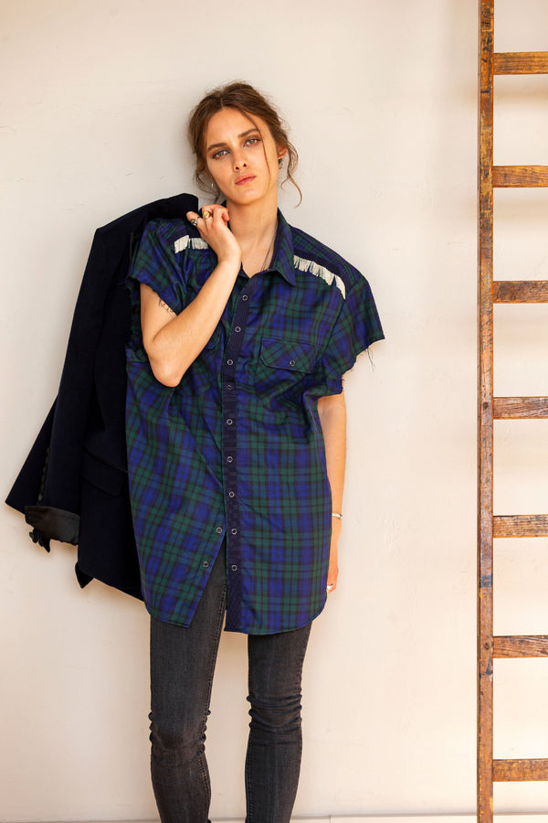 SARAH DE SAINT HUBERT oversized navy/green shirt made of cotton with hand embroidered chains. Boyish and straight fit.