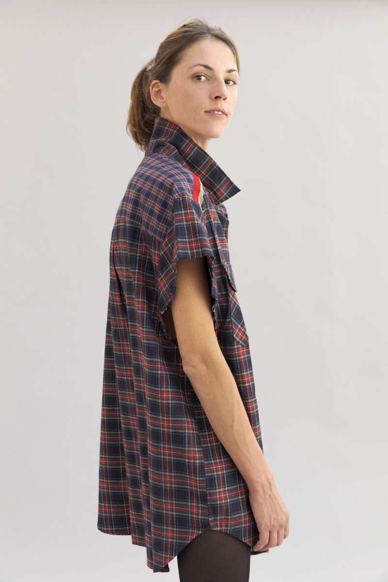 SARAH DE SAINT HUBERT oversized red/navy shirt made of cotton with hand embroidered chains. Boyish and straight fit.