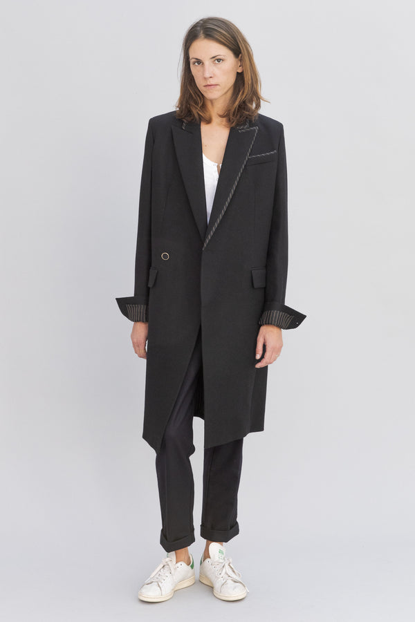 SARAH DE SAINT HUBERT black double breasted tailored coat made of virgin wool with iconic details. Straight fit.