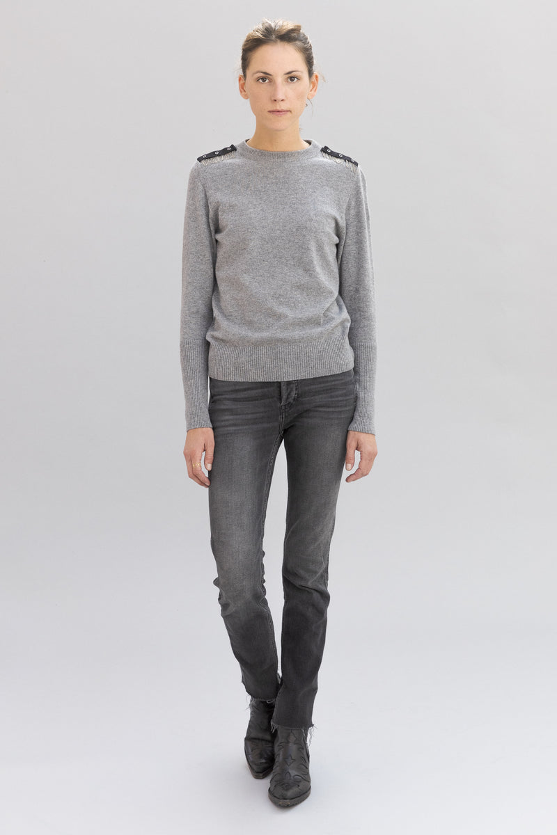 SARAH DE SAINT HUBERT light grey crew neck knitted jumper made of viscose - cahsmere blend with hand embroidered chains at the shoulders. A timeless knitted jumper with a straight/relaxed fit.