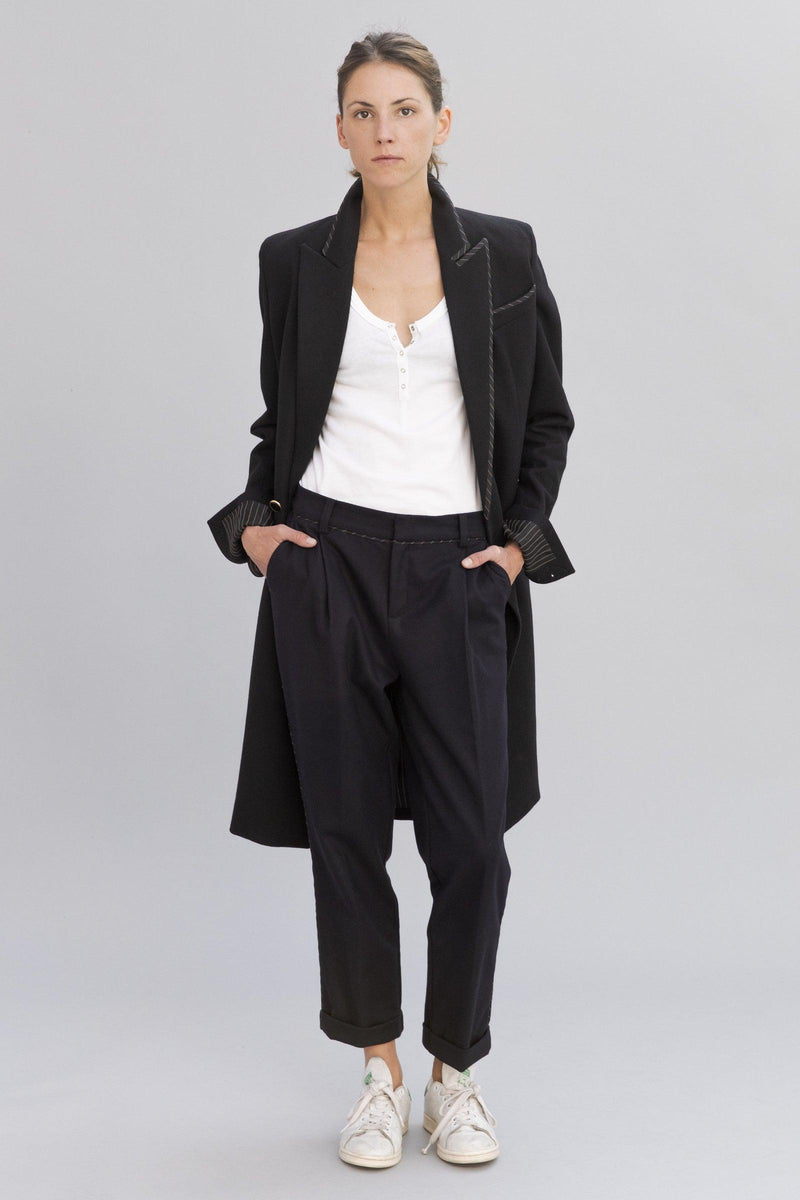 SARAH DE SAINT HUBERT navy straight trousers made of viscose - cotton blend with 2 pockets and 2 pleats at the frontside. A feminine, slightly cropped and flattering fit.