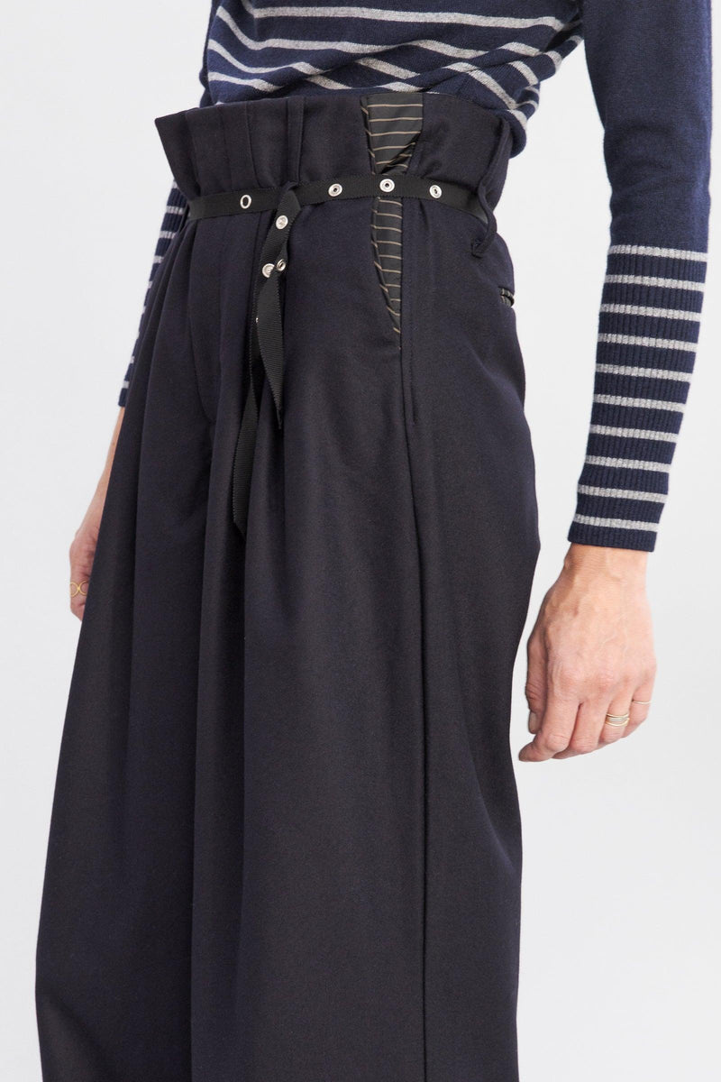 SARAH DE SAINT HUBERT black high-waisted trousers made of light virgin wool with wide, straight legs. Fluid, comfy and relaxed fit.