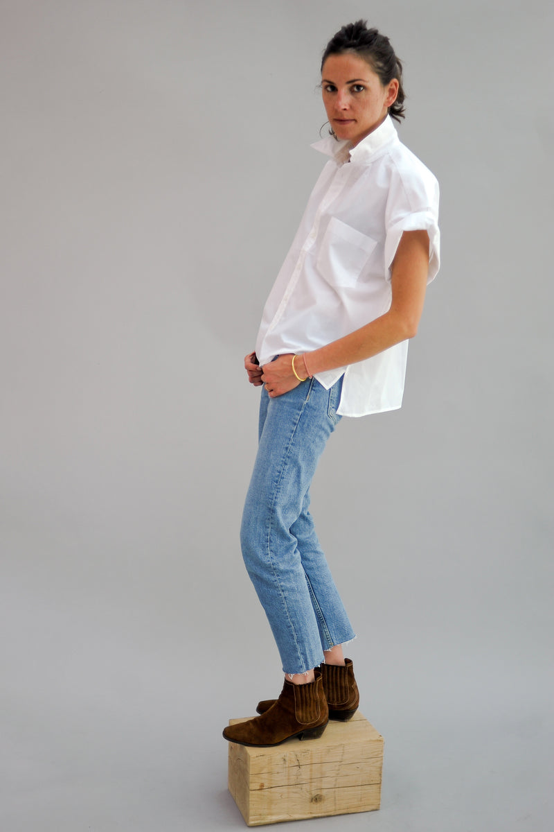 SARAH DE SAINT HUBERT oversized white shirt made of cotton with rolled-up sleeves and one front pocket. Boxy fit.