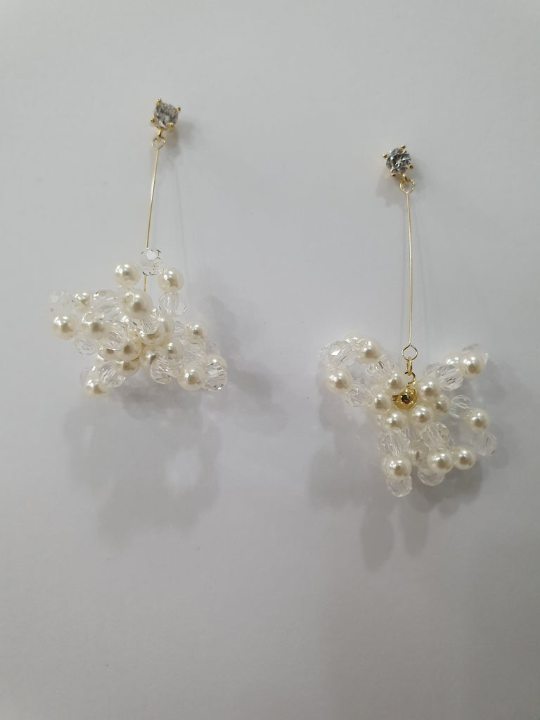 Cream Wire Mini Pearl Earring