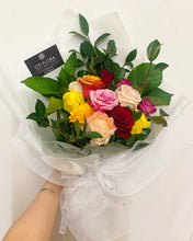 (V14) Dozen Mixed Roses Bouquet